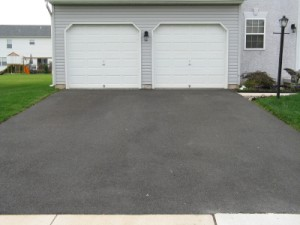 4 Tips For Sealcoating Your Asphalt Driveway